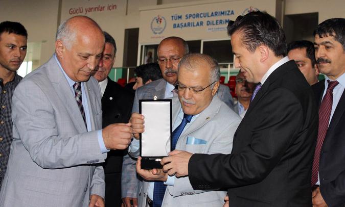 Tuzla Belediyesi, 2 Bin Türkmen Sığınmacıya Yardım Elini Uzattı