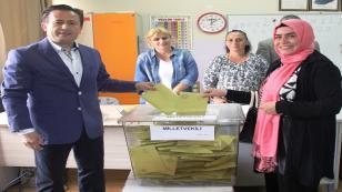 Başkan Dr. Şadi Yazıcı ve eşi Fatma Yazıcı Oylarını Kullandılar