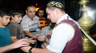 Tuzla Belediyesi'nden Lokum ve Şerbet İkramı