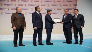 Başbakan Davutoğlu'ndan AK Tuzla'ya Teşekkür Plaketi