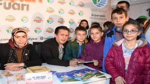 Başkan Yazıcı, Çocuk Kitapları Fuarı'nda Kitaplarını İmzaladı