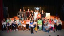 """Anne Çocuk Eğitim Merkezi Kursiyerleri, """"Anne Olmak Zor İş"""" Tiyatrosunu Sahneledi"""