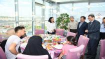 Tuzla Kaymakamlığı ve Tuzla Belediyesi, Şehit ve Gazi Ailelerine Vefa Yemeği Düzenledi