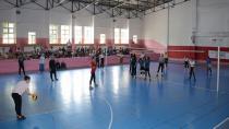 Tuzla Belediyesi Gençlik Merkezi Kız Voleybol Turnuvası Düzenledi