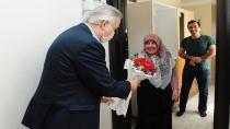 Tuzla Kaymakamı Ali Akça'dan Annelere Ziyaret